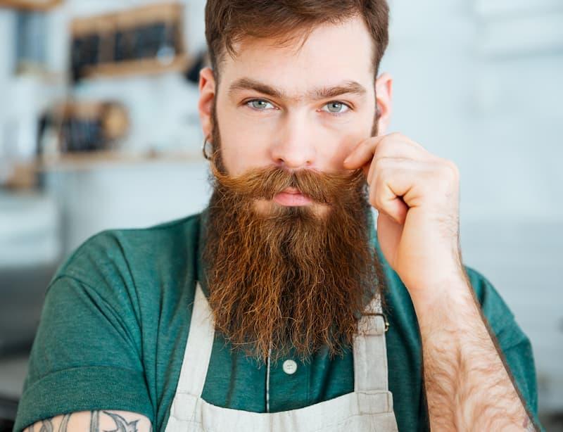 Come curare la barba immagine uomo barba lunga